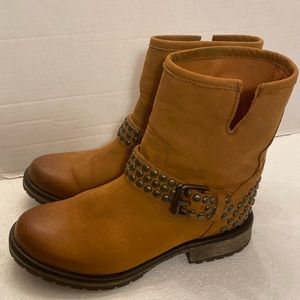 Steve Madden Fraankie leather studded boots 8 M